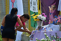 FUNDACION-MAGDALENA -COLOMBIA-28-05-2014. Hoy se cumplirá el sepelio colectivo de los 33 niños que perecieron al incendiarse el bus en que eran transportados. / Today the collective burial of the 33 children who perished in the fire that the bus were transported will be fulfilled. Photo: VizzorImage / Alfonso Cervantes / Sringer