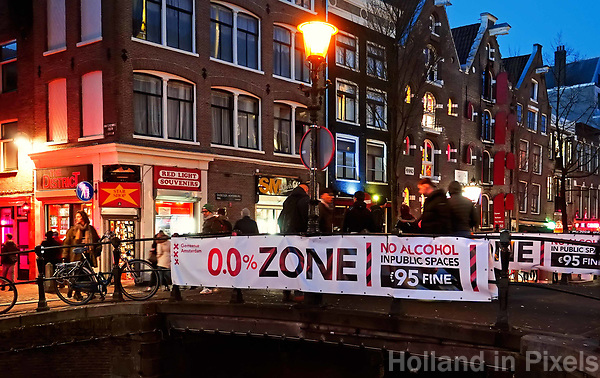 Nederland Amsterdam 2019. Red Light District. Oudezijds Achterburgwal. De Wallen. Zero Tolerance alcohol beleid. Foto Berlinda van Dam / Hollandse Hoogte