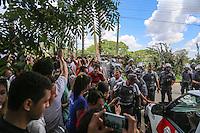 Manifestantes protestam apos ser fechada a via de acesso ao Instituto Royal durante protesto contra a vivissecção (testes em animais vivos) no quilômetro 56 da Rodovia Raposo Tavares, próximo à São Roque (SP), , na manhã deste sábado. Na madrugada da última sexta-feira ativistas invadiram o laboratório do local e resgataram 178 cães da raça Beagle que eram submetidos a testes. (Foto: William Volcov / Brazil Photo Press).