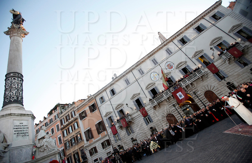 Papa Francesco celebra la Solennita' dell'Immacolata Concezione in Piazza di Spagna, a Roma, 8 dicembre 2014.<br /> Pope Francis celebrates the Immaculate Conception feast, in Rome, 8 December 2014.<br /> UPDATE IMAGES PRESS/Isabella Bonotto<br /> <br /> STRICTLY ONLY FOR EDITORIAL USE