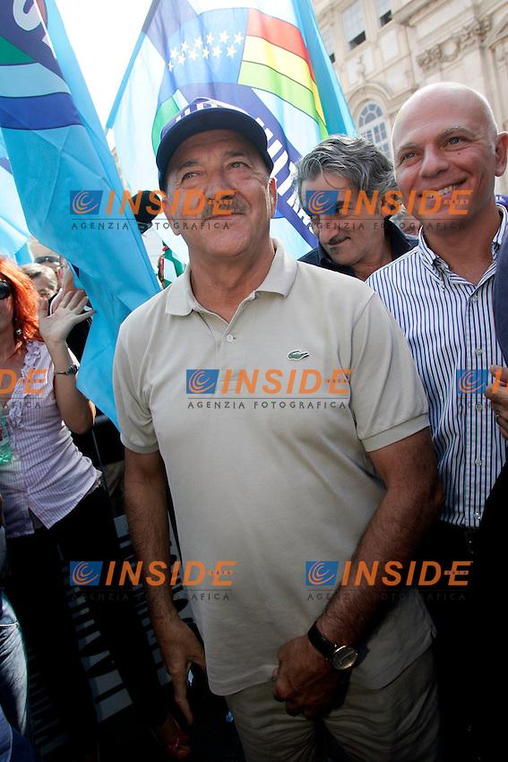 LUIGI ANGELETTI SEGRETARIO DELLA UIL ..Roma 01/09/2011 Piazza Navona. Manifestazione di CISL, UIL E  UGL per protestare contro la Manovra Finanziaria...Photo Samantha Zucchi Insidefoto