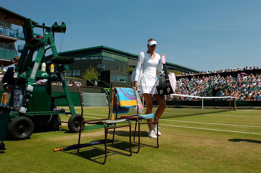 Photo: Richard Lane..Wimbledon Championships. 03/07/2006. .Maria Sharapova of Russia walks out onto court.