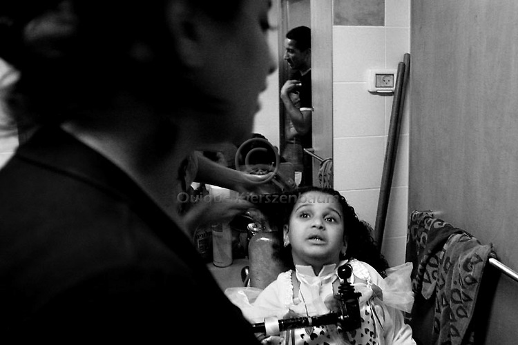 (ATTENTION - FILE PHOTO - NO ARCHIVES, NO RE SALES) Maria Amin gets ready for her 6s birthday party, in Alin, a rehabilitation hospital in Jerusalem August 30, 2007. An Israeli rehabilitation centre is defying an order from the Defense Ministry to transfer Maria, who was paralysed from the neck down after Israeli attack on militants in Gaza in May last year, to a Palestinian hospital in the West Bank. She had been traveling in a vehicle with her mother, grandmother and older brother, who were killed. Photo by Quique Kierszenbaum