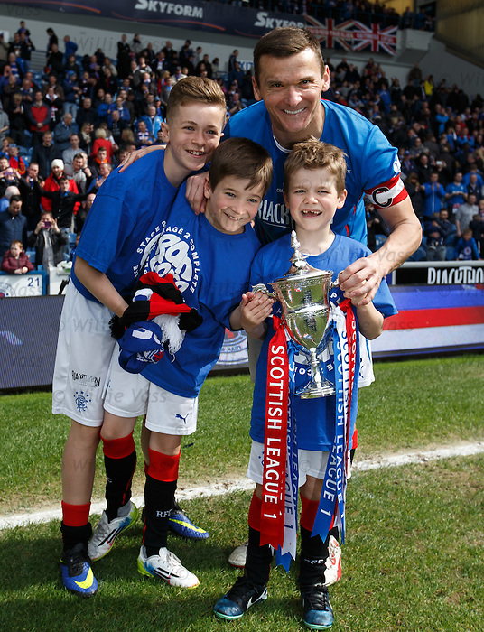Lee McCulloch and kids