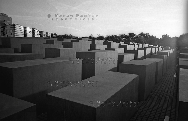 berlino, il Memoriale dell'Olocausto al quartiere mitte --- berlin, the holocaust memorial in mitte district