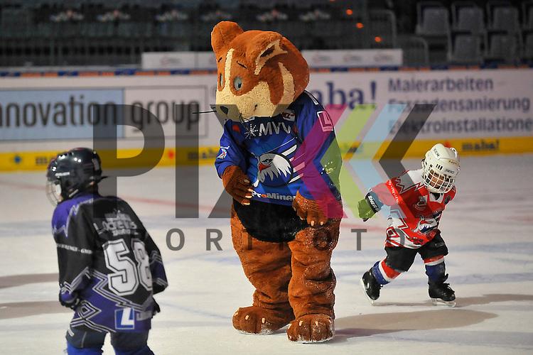 das Maskottchen der Adler Mannheim &quot;Udo&quot; beim Spiel in der DEL, Adler Mannheim - Nuernberg Ice Tigers.<br /> <br /> Foto &copy; Ice-Hockey-Picture-24 *** Foto ist honorarpflichtig! *** Auf Anfrage in hoeherer Qualitaet/Aufloesung. Belegexemplar erbeten. Veroeffentlichung ausschliesslich fuer journalistisch-publizistische Zwecke. For editorial use only.