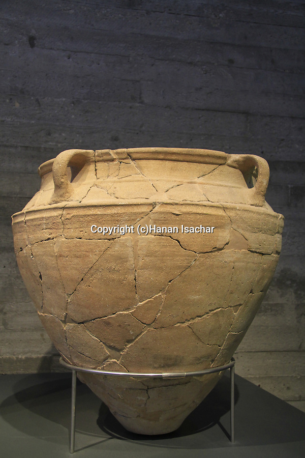 Israel, Jerusalem, vessel for liquid offering from the Holy of Holies, Orthostat Temple at Tel Hazor, 1500-1300 BC, on display at the Israel Museum