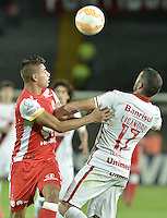 BOGOTÁ-COLOMBIA-20-05-2015. Juan D Roa (Izq.) jugador del Independiente Santa Fe disputa el balon con Lisandro Lopez (Der.) jugador de Internacional durante partido de ida entre Independiente Santa Fe de Colombia y Internacional de Porto Alegre Brasil por cuartos de final de la Copa Bridgestone Libertadores 2015 jugado en el estadio Nemesio Camacho El Campin de la ciudad de Bogota. / Juan D Roa (L) player of Independiente Santa Fe figths for the ball with Lisandro Lopez (R) player of Internacional during the first leg match between Independiente Santa Fe of Colombia and Internacional of Porto Alegre, Brazil, for the final quarters of the Copa Bridgestone Libertadores 2015 played at Nemesio Camacho El Campin stadium in Bogota city.  Photo: VizzorImage/ Gabriel Aponte /Staff