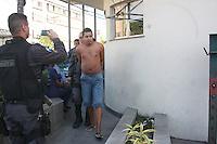 RIO DE JANEIRO, RJ, 06.08.2014 - PRISÃO / APREENSÃO MACONHA - Rena Oliveira dos Santos conhecido com (Sonso) considerado gerente do trafico de drogas foi preso na comunidade da Cidade Alta, com ele foram apreendido grande quantidade de maconha prensada. O caso foi registro no 22 DP na Penha na zona norte do Rio de Janeiro nesta quarta-feira. (Foto: Celso Barbosa / Brazil Photo Press).