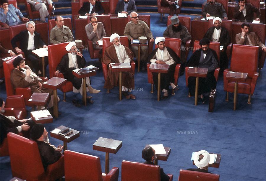 1980..Iran. Tehran. After the establishment of the Islamic Republic, the new assembly (Majlis) open the Parliament...Iran. Téhéran. Après l'établissement de la République islamique, la nouvelle assemblée (Majlis) ouvre le Parlement.