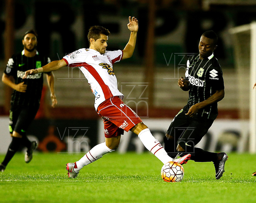 BUENOS AIRES - ARGENTINA - 24-02-2016: Ezequiel Miralles  (Izq.) jugador de Huracan de Argentina disputa el balon con Marlos Moreno (Der.) jugador de Atletico Nacional de Colombia durante partido de la Primera Fecha del Grupo 4 por la Segunda Fase, entre Huracan y Atletico Nacional de la Copa Bridgestone Libertadores 2016 en el Estadio Tomas A Duco, de la ciudad de Buenos Aires. / Ezequiel Miralles  (L) player of Huracan of Argentina vies for the ball with con Marlos Moreno (R) player Atletico Nacional of Colombia, during a match for the first date of the Group 4 for the second phase between Huracan and Atletico Nacional of Colombia for the Bridgestone Libertadores Cup 2016, in the Tomas A Duco, Stadium, in Buenos Aires city. Photo: Photogamma / Javier Garcia Martino / VizzorImage.