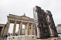 "2017/11/10 Kultur |  Brandenburger Tor | Bus-Skulptur ""Monument"""