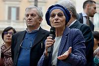 """Roma, 27 Ottobre 2017<br /> Emma Bonino, Virginio Colmegna<br /> Piazza Montecitorio<br />  Conferenza stampa sulla consegna delle firme della campagna """"Ero Straniero"""" per una nuova legge sull'immigrazione"""