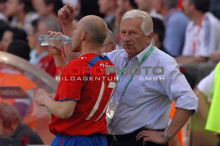 FIFA WM 2006 -  Gruppe E Vorrunde ( Group E )<br /> Play     #26 (17-Jun) - Tschechien - Ghana<br /> <br /> Trainer Karel Bruckner (CZE) mit Jiri Stajner (CZE)<br /> <br /> Foto &copy; nordphoto