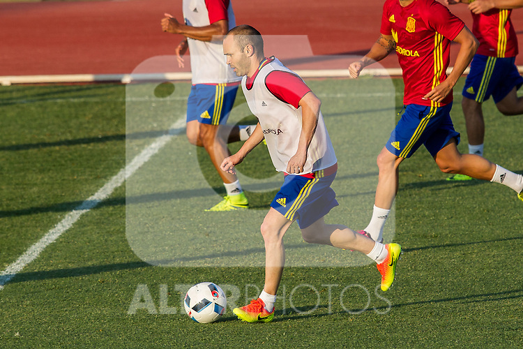 Spain's Andres Iniesta during the first training of the concentration of national soccer team before the Uefa Euro 2016.  Jun 4,2016. (ALTERPHOTOS/Rodrigo Jimenez)
