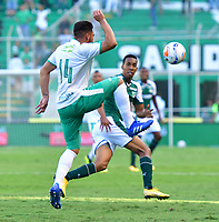 PALMASECA-COLOMBIA,09 -09-2018.Jhon Edison Mosquera (Der.) del Deportivo Cali disputa el balón con Oscar Bernal (Izq.) de Equidad durante partido por la fecha 9 de la Liga Águila II 2018 jugado en el estadio Deportivo Cali de la ciudad de Palmira./ Jhon Edison Mosquera (R) player of Deportivo Cali  fights for the ball with Oscar Bernal (L) of Equidad during the match for the date 9 of the Aguila League II 2018 played at Alfonso Lopez  stadium in Palmaseca city. Photo: VizzorImage/ Nelson Rios / Contribuidor