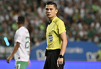 PALMIRA - COLOMBIA, 26-05-2019: Carlos Herrera Roldan, arbitro, durante partido entre Deportivo Cali y Atlético Nacional por la fecha 4, cuadrangulares semifinales, de la Liga Águila I 2019 jugado en el estadio Deportivo Cali de la ciudad de Palmira. / Carlos Herrera Roldan, referee, during match between Deportivo Cali and Atletico Nacional for the date 4, semifinal quadrangulars, as part Aguila League I 2019 played at Deportivo Cali stadium in Palmira city.  Photo: VizzorImage / Gabriel Aponte / Staff