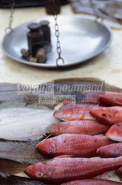 Europe/Croatie/Dalmatie/Split: Pêche du jour sur le marché- rougets et soles