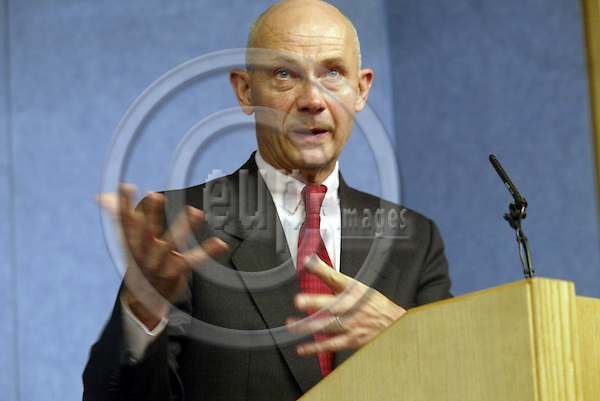 Belgium---Brussels---Commission     28.10.2003.Pascal LAMY, commissioner for trade on the future of textiles and clothing sector          ..PHOTO: EUP-IMAGES / ANNA-MARIA ROMANELLI