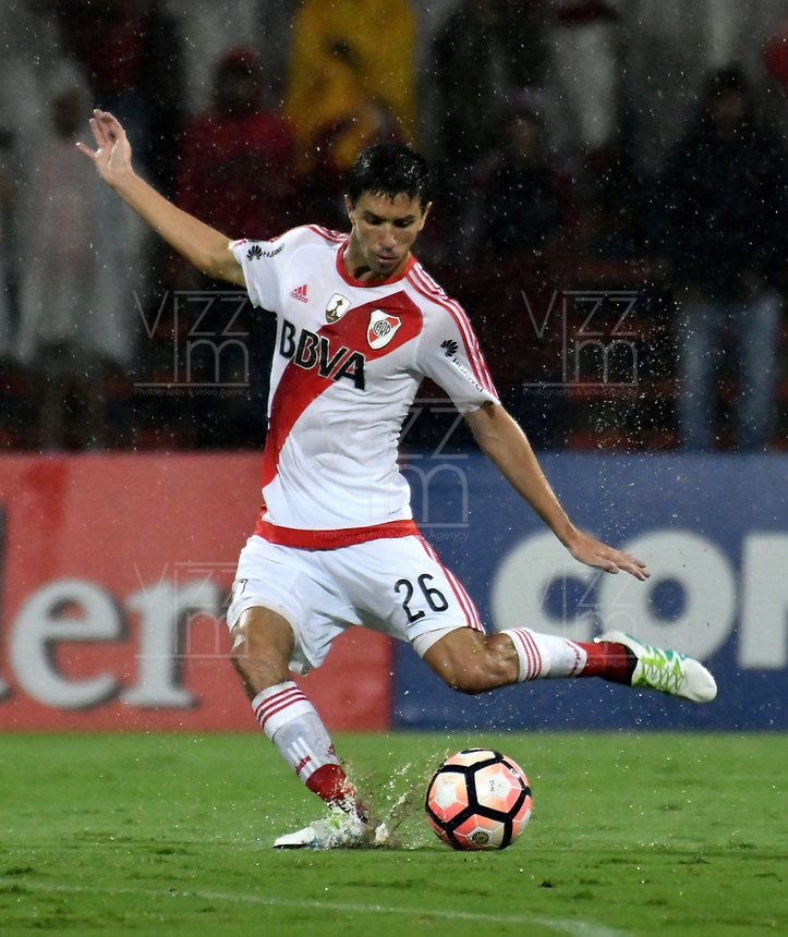 MEDELLIN – COLOMBIA: 15 – 03 - 2017: Ignacio Fernandez, jugador de River Plate, en acción durante partido de la fase de grupos, grupo 3, fecha 1 entre Deportivo Independiente Medellin de Colombia y River Plate de Argentina por la Copa Conmebol Libertadores Bridgestone 2017 en el Estadio Atanasio Girardot, de la ciudad de Medellin. / Ignacio Fernandez, player of River Plate in action during a match for the group stage, group 3 of the date 1, between Deportivo Independiente Medellin of Colombia and River Plate of Argentina for the Conmebol Libertadores Bridgestone Cup 2017, at the Atanasio Girardot, Stadium, in Medellin city. Photos: VizzorImage / Luis Ramirez / Staff.