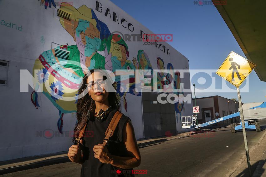 pintora y muralista Marisol Chac&oacute;n Guti&eacute;rrez, participante del proyecto de murales de en centro hist&oacute;rico de la ciudad con una obra sobre el edificio de el banco de Ropa sobre la calle Obreg&oacute;n. <br /> Hermosillo Sonora a 4 abril 2016.<br /> Foto: Luis Guti&eacute;rrez