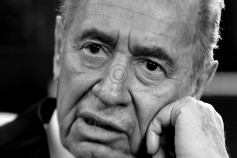 Israeli President Shimon Peres is seen in his residence in Jerusalem, April 13,2008. Photo by Quique Kierszenbaum