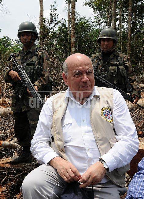 OAS secretary general Jose Miguel de Insulza visited the site of Colombian leftist guerrilla camp in Ecuador soil, that was stormed by Colombian army killing guerrilla's second leader, Raul Reyes.