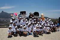 RIO DE JANEIRO, RJ, 21.11.2014 - MASCOTES OLÍMPICOS VISITAM O PÃO DE AÇÚCAR - Misha, Athena, Fu Niu Lele, Wenlock e Mandeville, mascotes dos Jogos de Moscou (1980), Atenas (2004), Pequim (2008) e Londres (2012) visitam o Pão de Açúcar, na Urca, zona sul da cidade, nesta sexta-feira, 21 (Foto: Gustavo Serebrenick / Brazil Photo Press)