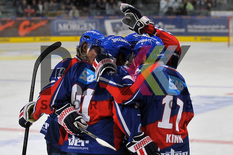 Torjubel zum 2:0 von Mannheims Marc El-Sayed (Nr.91), Mannheims Steve Wagner (Nr.14), Mannheims Marcus Kink (Nr.17) und Mannheims Dennis Seidenberg (Nr.4)  beim Spiel in der DEL, Adler Mannheim - Krefeld Pinguine.<br /> <br /> Foto &copy; Ice-Hockey-Picture-24 *** Foto ist honorarpflichtig! *** Auf Anfrage in hoeherer Qualitaet/Aufloesung. Belegexemplar erbeten. Veroeffentlichung ausschliesslich fuer journalistisch-publizistische Zwecke. For editorial use only.
