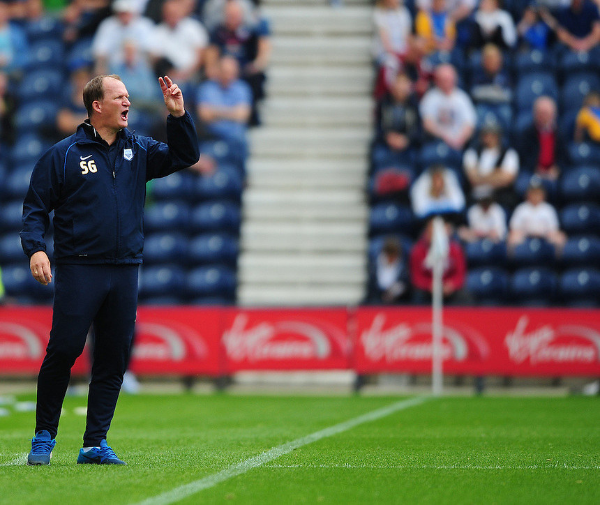 Preston North End manager Simon Grayson shouts instructions to his team from the dug-out<br /> <br /> Photographer Chris Vaughan/CameraSport<br /> <br /> Football - The Football League Sky Bet Championship - Preston North End v Ipswich Town - Saturday 22nd August 2015 - Deepdale - Preston<br /> <br /> &copy; CameraSport - 43 Linden Ave. Countesthorpe. Leicester. England. LE8 5PG - Tel: +44 (0) 116 277 4147 - admin@camerasport.com - www.camerasport.com