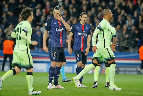 06.04.2016. Paris, France. UEFA CHampions League, quarter-final. Paris St Germain versus Manchester City.  Zlatan Ibrahimovic (psg) takes a penalty but was saved by Man City Goalkeeper Joe Hart.  Edinson Roberto Paulo Cavani Gomez (psg) (El Matador) (El Botija) (Florestan), David Silva (Manchester City FC) look on