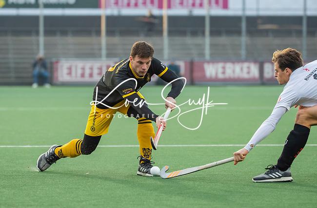 AMSTELVEEN - Bram van Groesen (Den Bosch)  tijdens de competitie hoofdklasse hockeywedstrijd mannen, Amsterdam- Den Bosch (2-3).  COPYRIGHT KOEN SUYK