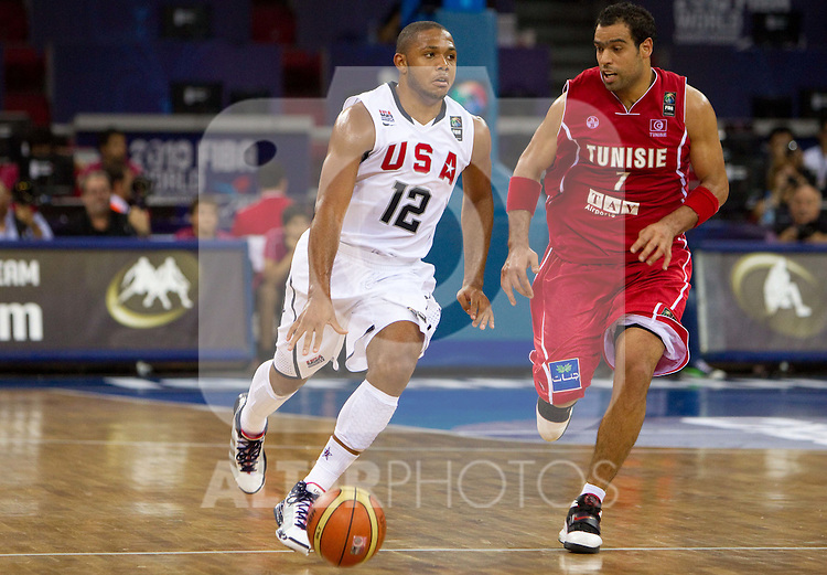 02.09.2010, Abdi Ipekci Arena, Istanbul, TUR, 2010 FIBA World Championship, USA vs Tunisia, Im Bild Eric Gordon of USA vs Mohamed Naim Dhifallah of Tunisia during  the Preliminary Round - Group B basketball match between National teams of USA and Tunisia. EXPA Pictures © 2010, PhotoCredit: EXPA/ Sportida/ Vid Ponikvar *** ATTENTION *** SLOVENIA OUT!