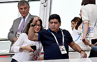 KAZAN - RUSIA, 30-06-2018: Diego Armando Maradona exjugador argentino durante partido de octavos de final entre Francia y Argentina por la Copa Mundial de la FIFA Rusia 2018 jugado en el estadio Kazan Arena en Kazán, Rusia. / Diego Armando Maradona former soccer player of Argentina during the match between France and Argentina of the round of 16 for the FIFA World Cup Russia 2018 played at Kazan Arena stadium in Kazan, Russia. Photo: VizzorImage / Julian Medina / Cont