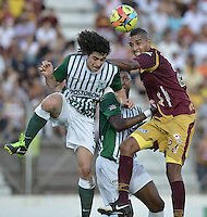IBAGUÉ -COLOMBIA, 23-06-2013. Aspecto del encuentro entre Deportes Tolima y Atlético Nacional  en los cuadrangulares finales, fecha 3, de la Liga Postobón 2013-1 jugado en el estadio Manuel Murillo Toro de la ciudad de Ibagué./ Aspect of match between Deportes Tolima and Atletico Nacional  during match of the final quadrangular 3th date of Postobon  League 2013-1 at Manuel Murillo Toro stadium in Ibague city. Photo: VizzorImage/STR