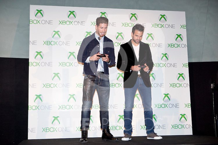 Real Madrid´s Sergio Ramos (L) and Barcelona´s Cesc Fabregas attend the new Xbox One presentation in Madrid, Spain. November 21, 2013. (ALTERPHOTOS/Victor Blanco)