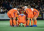 AMSTELVEEN - teamhuddle Oranje  tijdens de hockeyinterland Nederland-Ierland (7-1) , naar aanloop van het WK hockey in India.  COPYRIGHT KOEN SUYK