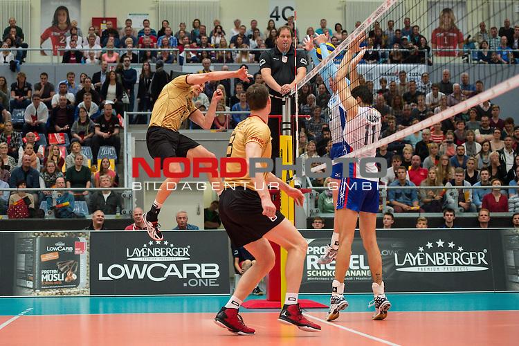 04.10.2015, CU Arena, Hamburg<br /> Volleyball, Laenderspiel / Laenderspiel, Deutschland vs. Russland<br /> <br /> Christian Fromm (#1 GER) - Block / Doppelblock Sergey Grankin (#5 RUS), Ilia Vlasov (#11 RUS)<br /> <br />   Foto &copy; nordphoto / Kurth