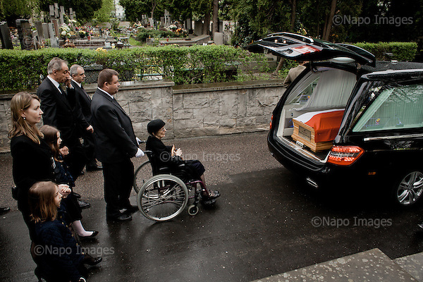 WARSAW, POLAND, 4/05/2015:<br /> Funeral of professor Wladyslaw Bartoszewski, former Polish foreign minister.<br /> Following the coffin is the family of professor: his wife Zofia Bartoszewska, son Wladyslaw Teofil Bartoszewski, his daughter-in-law Alexandra Richie and his grandaughters. <br /> (Photo by  Piotr Malecki / Napo Images)<br /> <br /> WARSZAWA, 04/05/015:<br /> Pogrzeb profesora Wladyslawa Bartoszewskiego. Za trumna idzie jego rodzina, zona Zofia Bartoszewska, syn Wladyslaw Teofil Bartoszewski, synowa Alexandra Richie i wnuczki.<br /> Fot:  Piotr Malecki / Napo Images