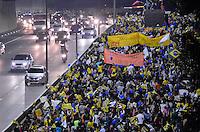 SÃO PAULO, SP, 15.05.2014 – PROTESTO DOS PROFESSORES - Os professores da rede municipal realizaram um protesto que interditou a Av. 23 de Maio sentido centro na tarde desta quinta feira (15). Os manifestante seguem em direção a sede da Prefeitura na região central de São Paulo. (Foto: Levi Bianco / Brazil Photo Press).