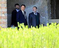 il presidente del consiglio matteo Renzi con massimo Osanna e Dario Franceschini  soprintendente di Pompei  negli scavi archeologici di Pompei per presentare Expo 2015,  18 Aprile 2015