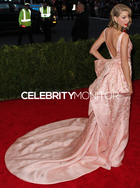 "NEW YORK CITY, NY, USA - MAY 05: Taylor Swift at the ""Charles James: Beyond Fashion"" Costume Institute Gala held at the Metropolitan Museum of Art on May 5, 2014 in New York City, New York, United States. (Photo by Xavier Collin/Celebrity Monitor)"