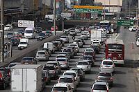 FOTO EMBARGADA PARA VEICULOS INTERNACIONAIS. SAO PAULO, SP, 24/09/2012, TRANSITO. O corredor Norte-Sul apresenta transito carregado na manhã dessa Segunda-feira (24). Luiz Guarnieri/ Brazil Photo Press.