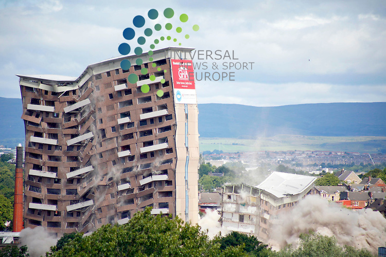 Dual Demolition of 12 Riverford Road and 21 Riverbank Street tower blocks at 12.30pm on Sunday 20th July 2008 as viewed from Hillpark...Picture: Universal News And Sport (Scotland)