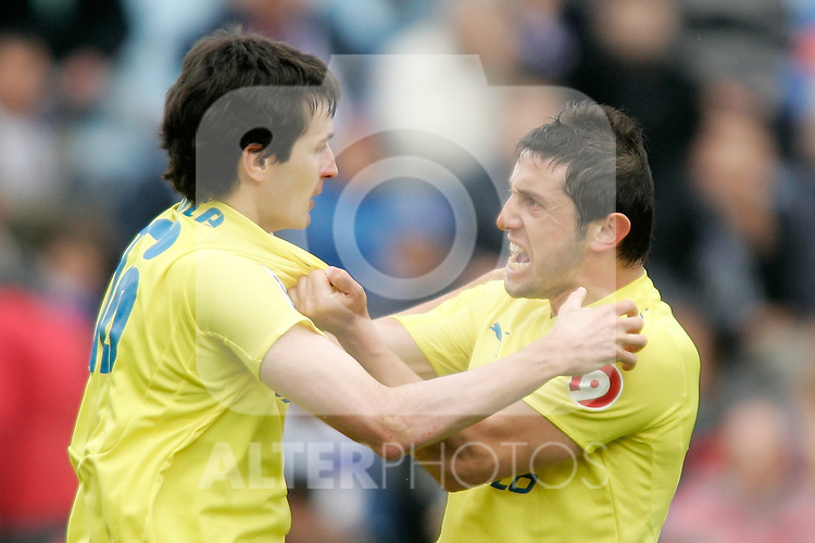 Villareal's Joseba Llorente and Nihat Kahveci celebrate during La Liga match, April 26, 2009. (ALTERPHOTOS/Alvaro Hernandez).