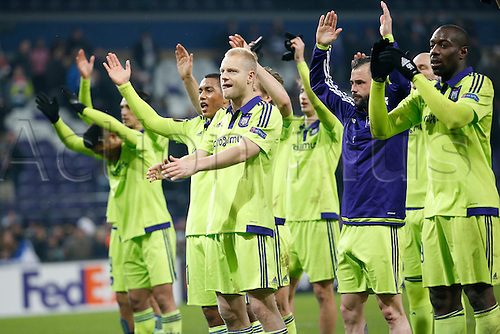 18.02.2016. Anderlecht, Brussels, Belgium. UEFA Europa League football. Anderlecht versus Olympiakos.  Rss Anderlecht celebrate with fans at the games end