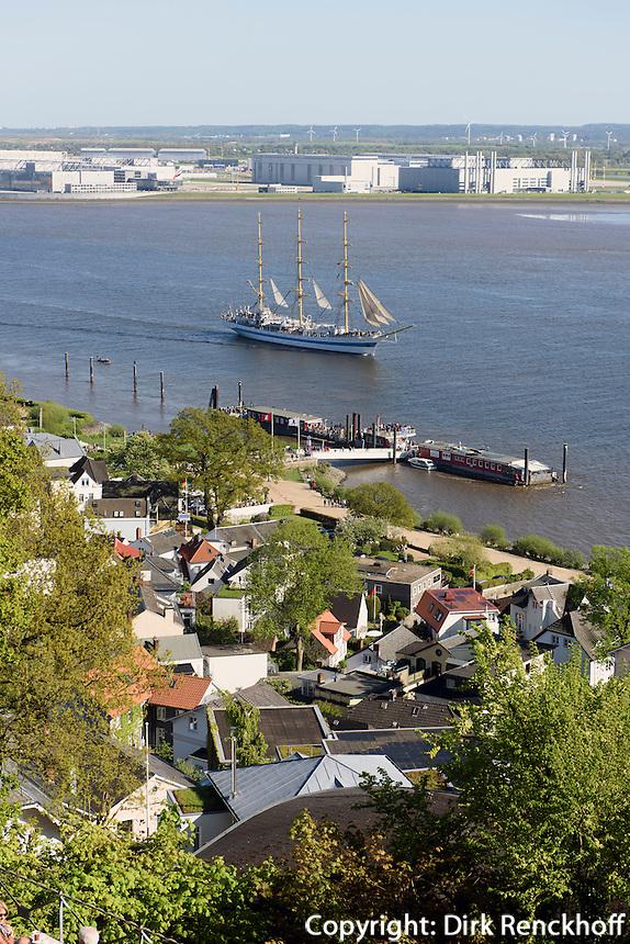 Auslaufparade beim Hafengeburtstag, Blick vom Süllberg auf die Elbe, Hamburg-Blankenese, Deutschland
