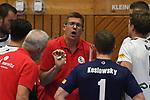 13.10.2018,  Lueneburg GER, VBL, SVG Lueneburg vs United Volleys Rhein-Main im Bild Trainer Stefan Huebner (Hübner Lueneburg) spricht mit seiner Manschaft/ Foto © nordphoto / Witke