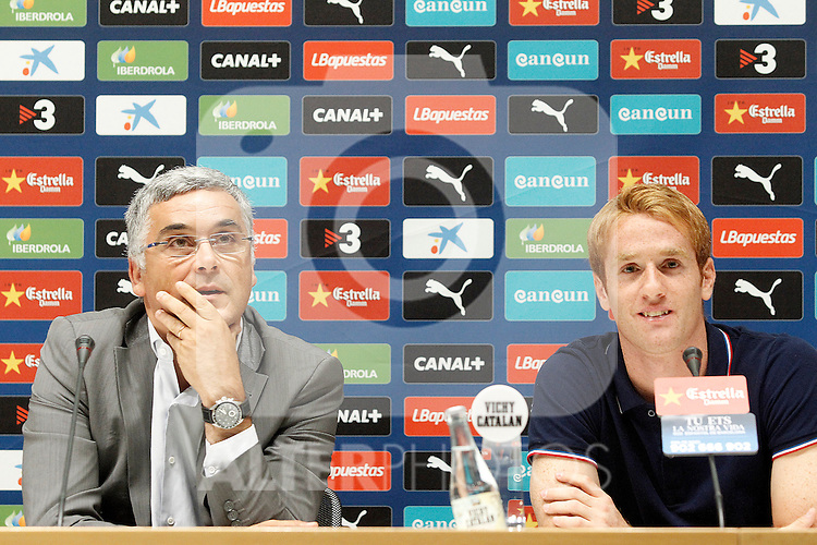 Espanyol's new player Alex Fernandez (r) with the President Joan Collet during his official presentation. August 29, 2013. (ALTERPHOTOS/Acero)