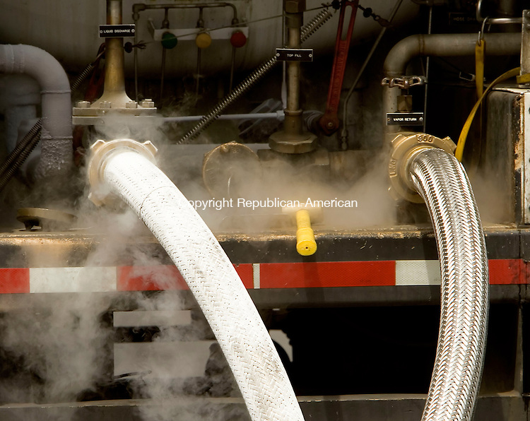 WATERBURY, CT--29 JUNE 2007--062907JS07-At minus 260 degrees F, the liquefied natural gas freezes the outside of the hoses used to off-load the gas <br /> Jim Shannon/Republican-American